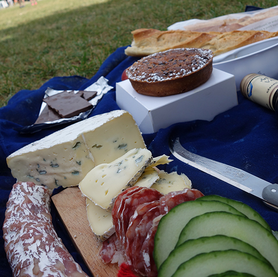 What to eat for a Paris picnic at the Eiffel Tower