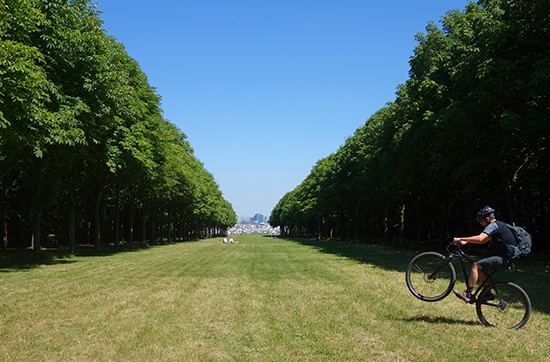 Biking wheelie in Parc de Saint-Cloud